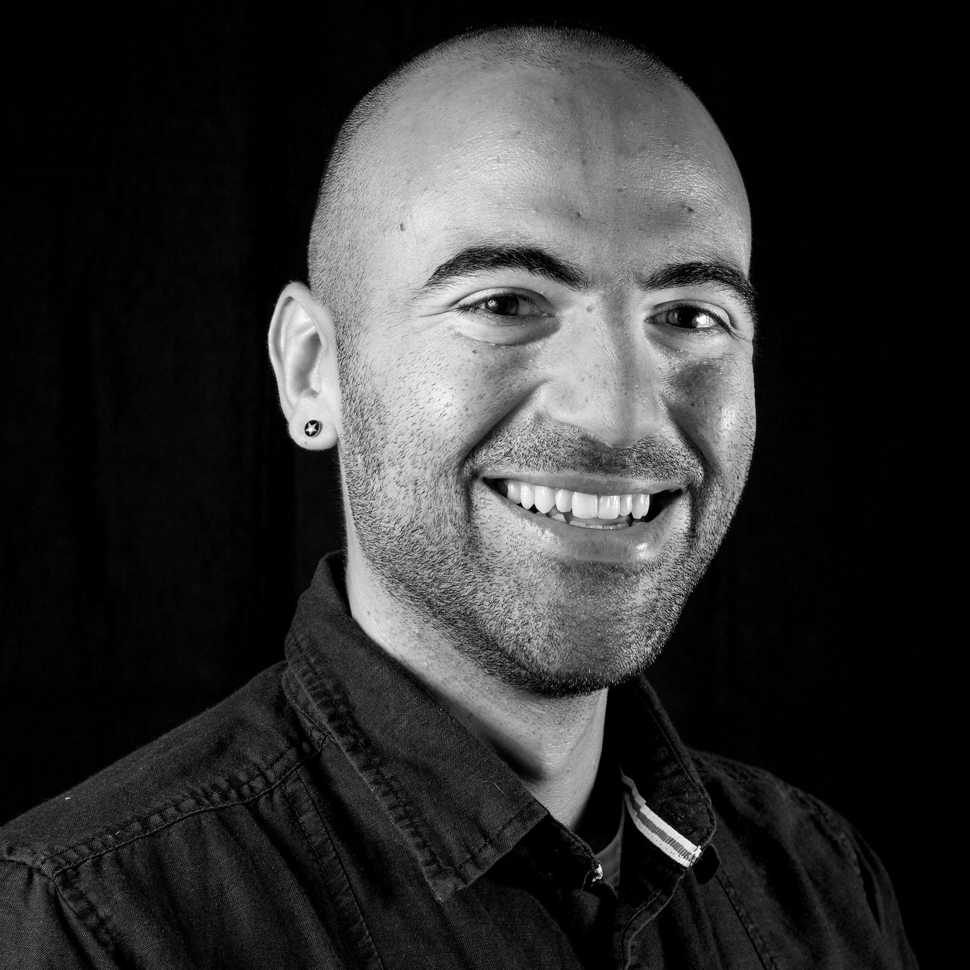 BFoto Portretfotograaf studio zwarte achtergrond zw
